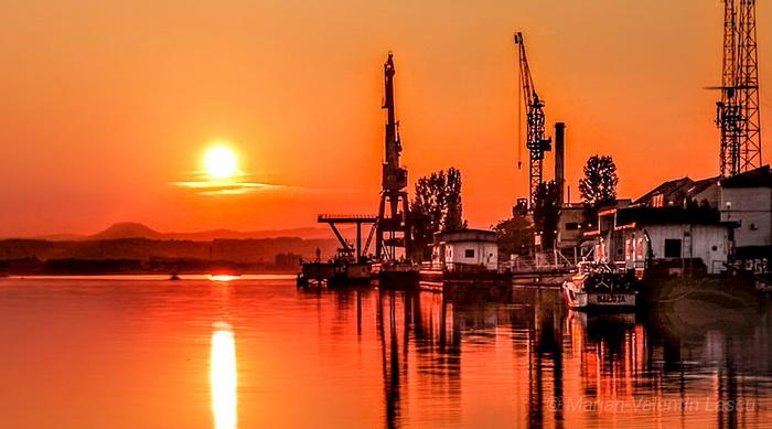 Apus în Portul Drobeta MarianValentin Lascu resize