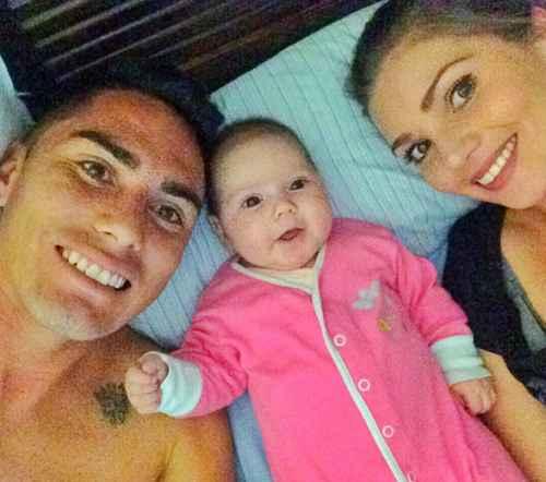 """""""Junto a mis dos Amores, mi hija Luciana y el hombre de mi vida @jeanpaulpineda_7 los amo con todo el corazón mi vida entera se las dedicare a ustedes porque sin estas hermosuras no soy nada. Qué feliz soy!""""."""