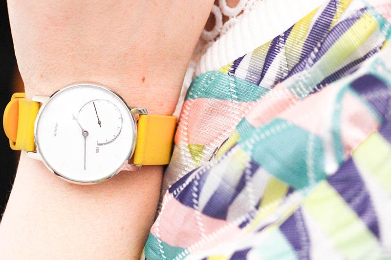montre jaune blouson pastel