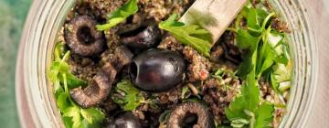 Risotto z zielonych warzyw i wegańskim parmezanem