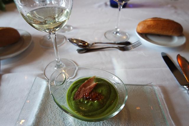 Crema de verduras con caviar