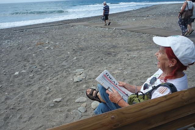 Kandy, la abuelita mochilera. Playa de Carchuna