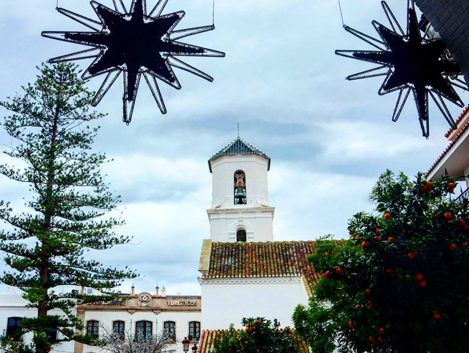 Iglesia del Salvador, de fondo Apartahotel Toboso
