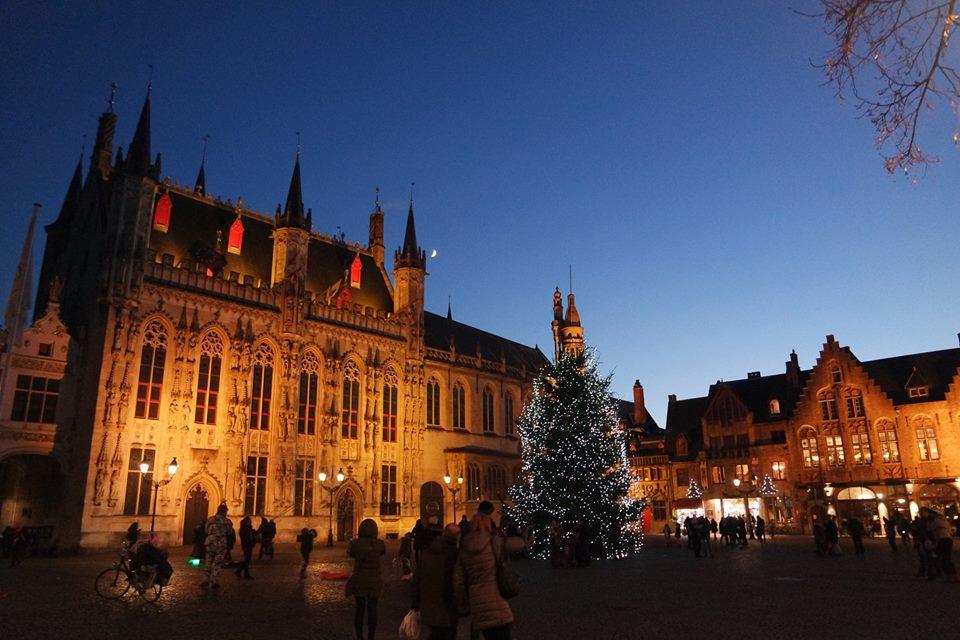 plaza-de-el-burg-navidad-en-brujas