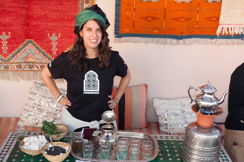 Preparando té a la menta en Marrakech