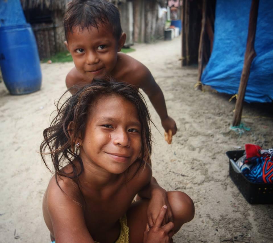 Niños kuna en Nalunega