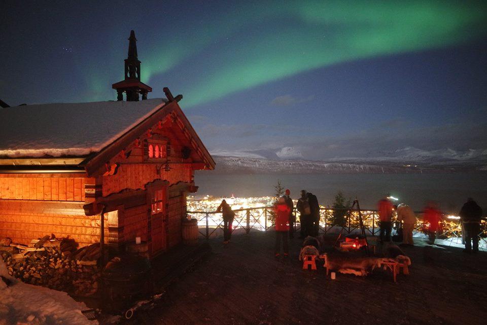 Aurora Boreal sobre Noruega Ártica