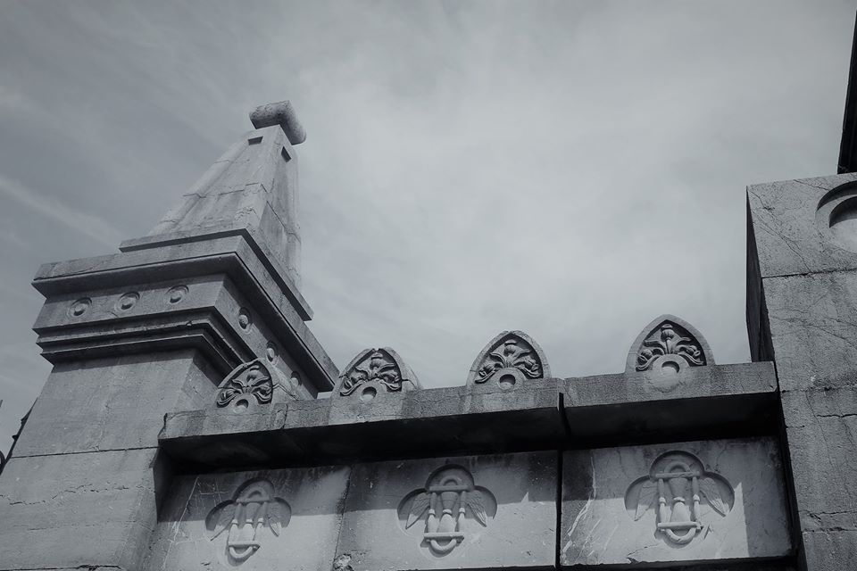 Relojes de arena, tapia del cementerio de La Carriona, Avilés