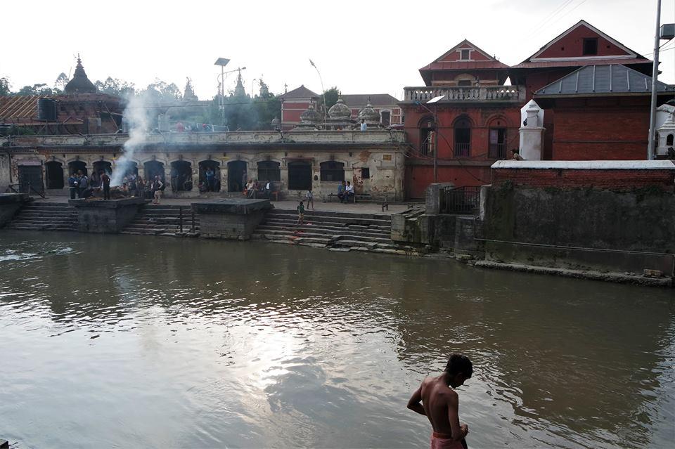 Cremaciones en el río Bagmati