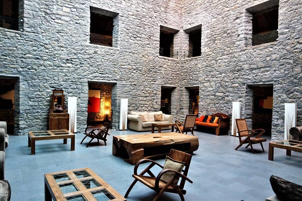 Claustro del hotel Monasterio de Boltaña