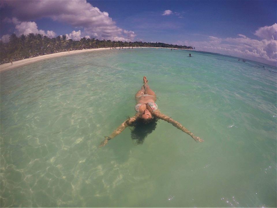 Disfrutando en la playa del Hotel Barceló Maya