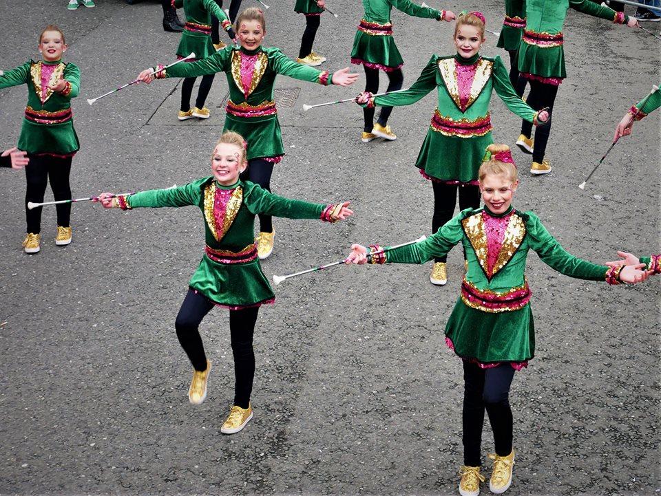 Niñas, desfile de San Patricio en Dublín