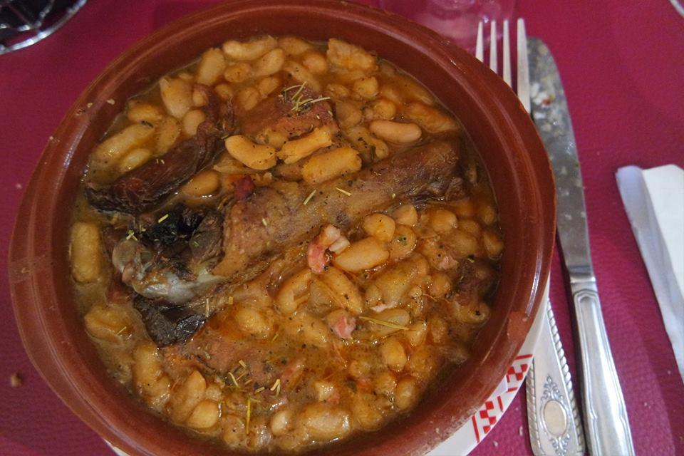 la Cassoutet, plato típico de Occitania