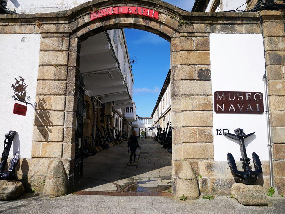 Anclas a la entrada del Museo Naval de Ferrol