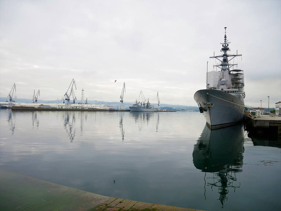 Fragata militar en Ferrol