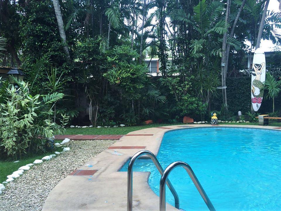 Piscina del hostel Los Mostros, Panamá