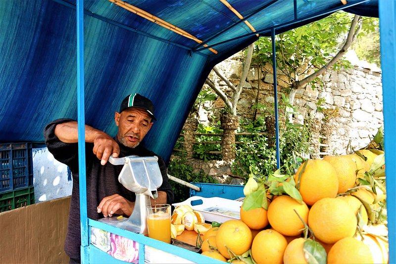 Puestos de zumo de naranja en Marruecos