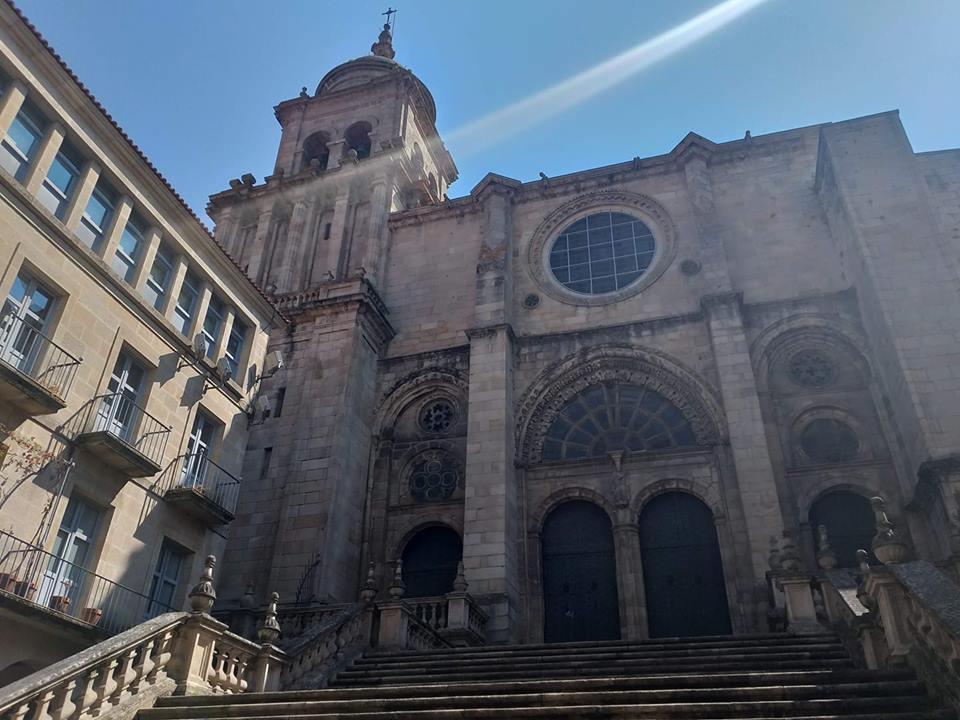 Fachada principal de la catedral de Ourense