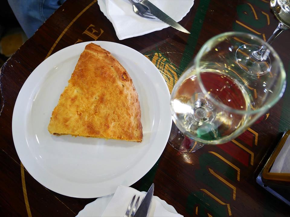Empanada gallega y un ribeiro, Ourense