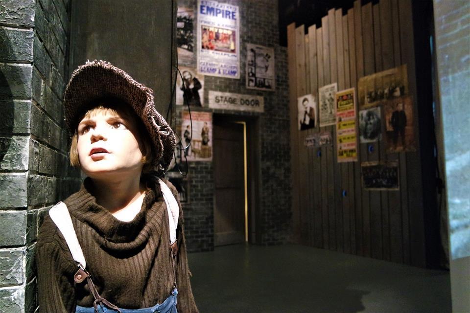Stage Door, Mundo de Chaplin