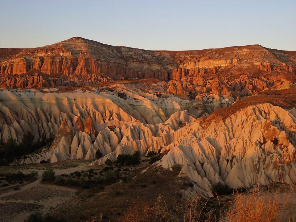 Atardecer en el valle Rosa, la Capadocia