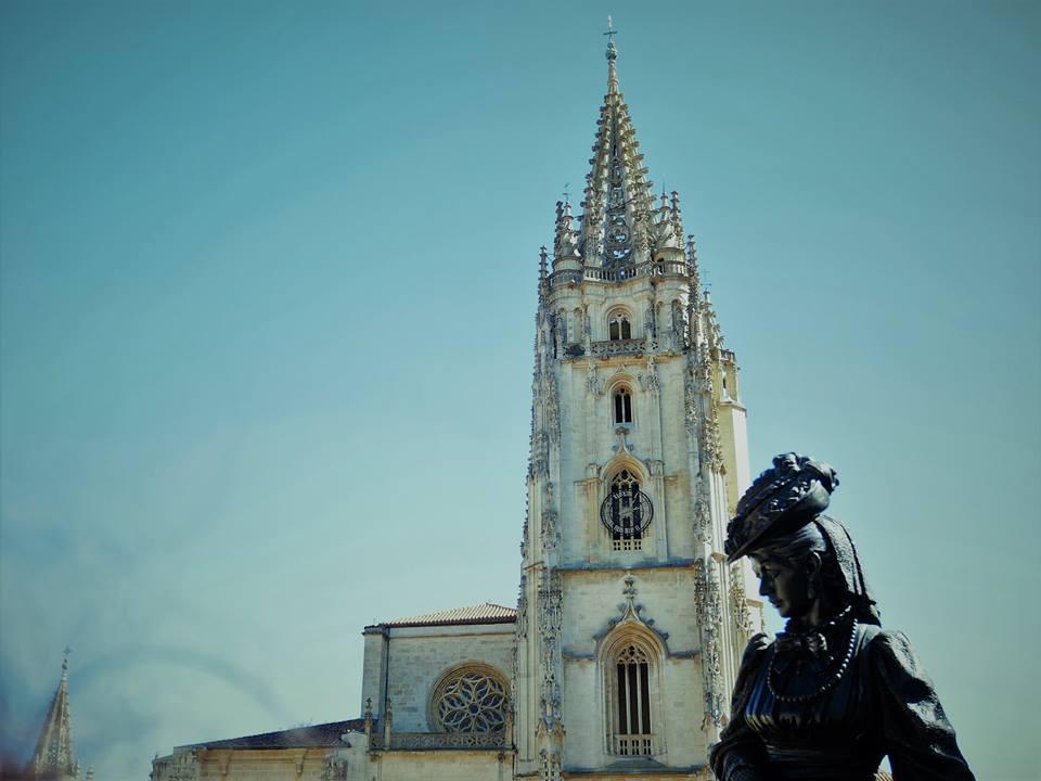 Estatua de La Regenta, Oviedo