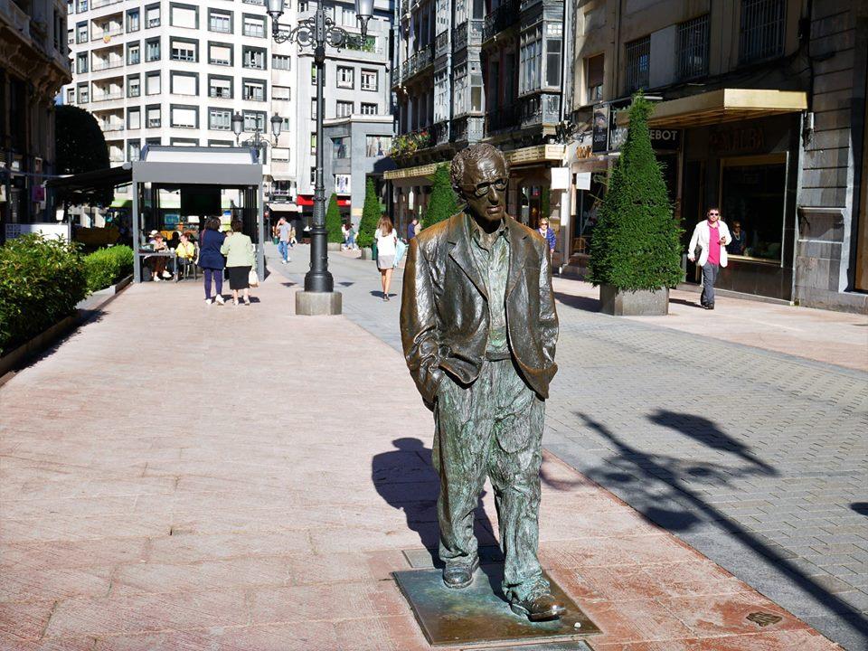 Estatua de Woddy Allen en Oviedo
