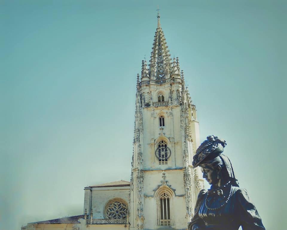 Visitar Oviedo en 2 días, estatua de La Regenta