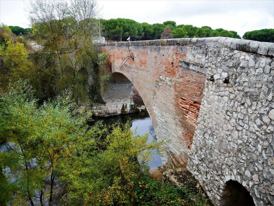 Puente romano sobre el río Adaja