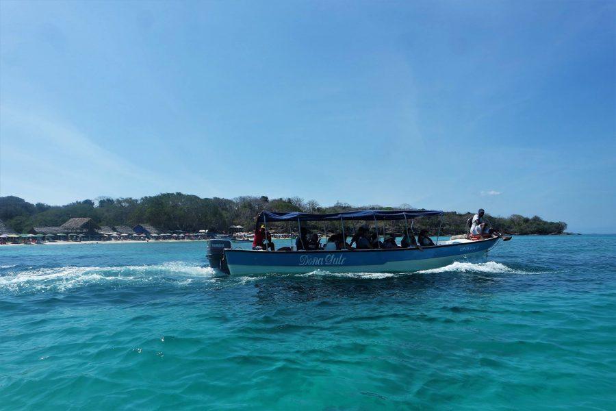 Barca a Islas Corales del Rosario, Colombia
