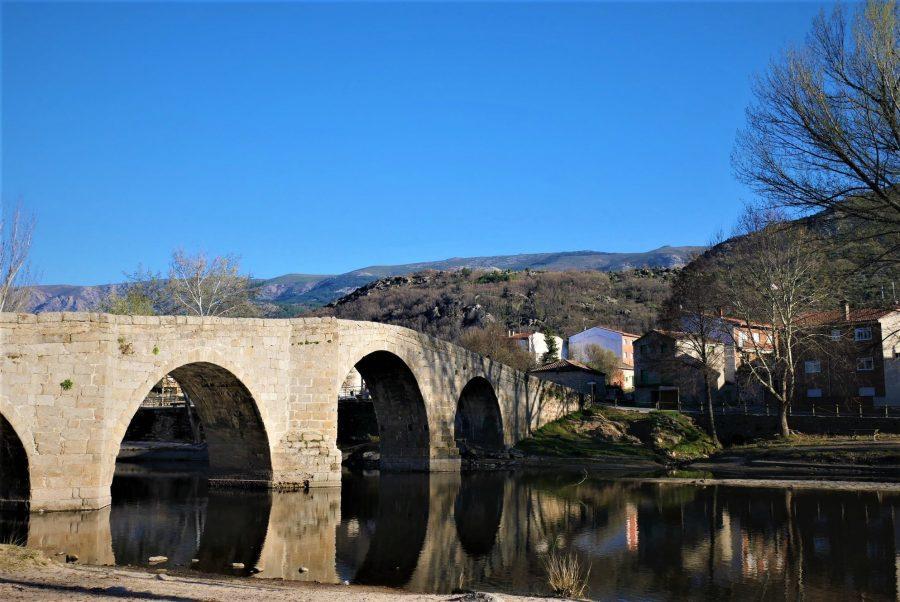 Puente medieval de Navaluenga