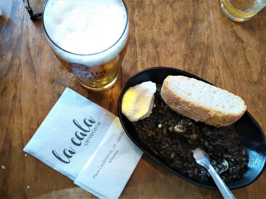 Arroz negro en La Cala, bares de tapas en Almería