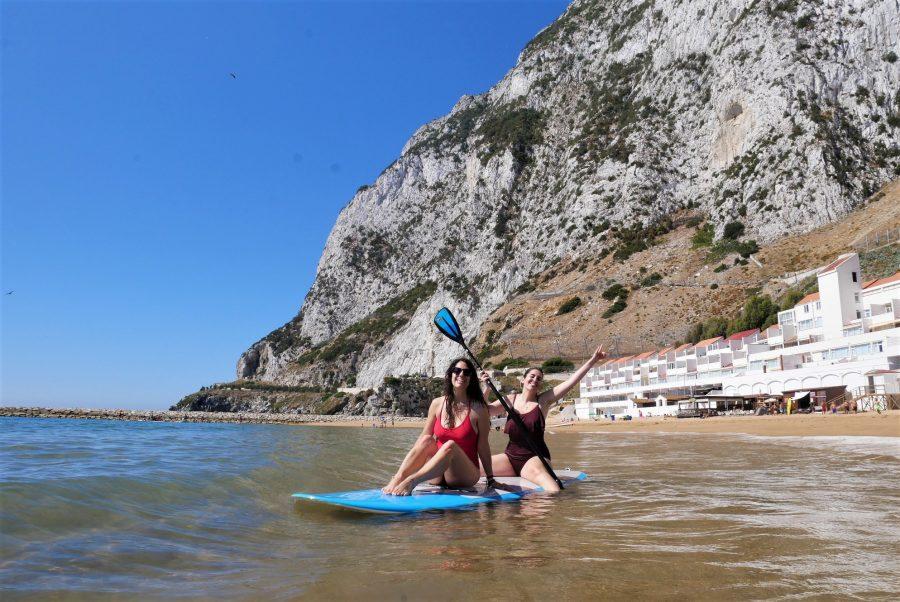 Paddle surf en Sandy Bay, qué visitar en Gibraltar