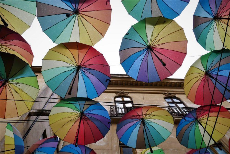 Paraguas de colores, qué ver en Bucarest Rumanía