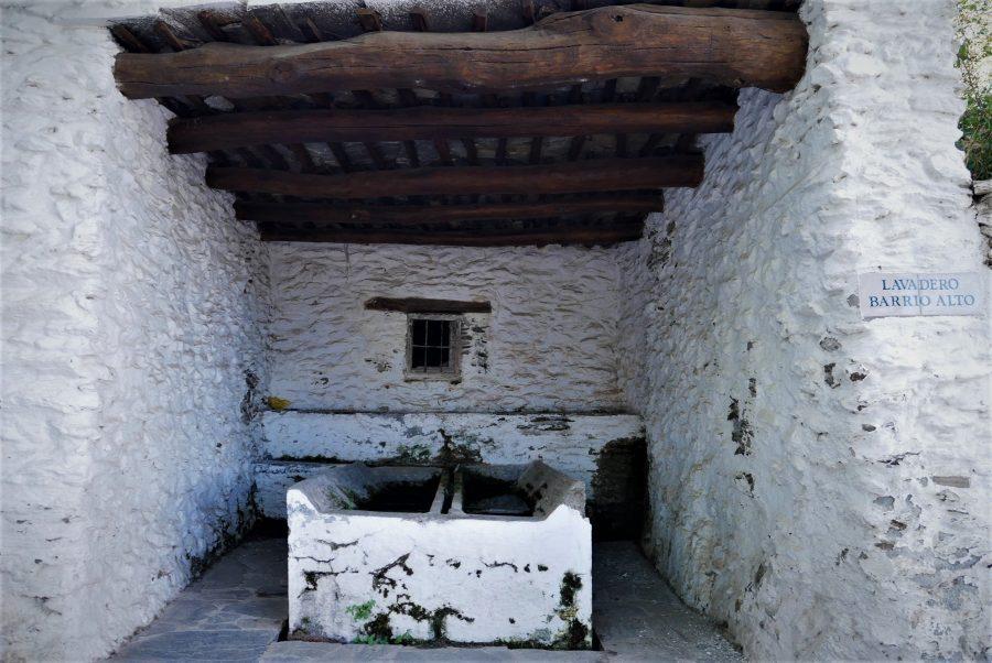 Antiguos lavaderos en Pitres, ruta en coche por al Alpujarra granadina