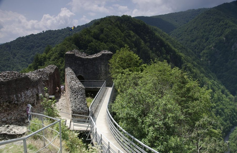 Ruinas del castillo de Poienai