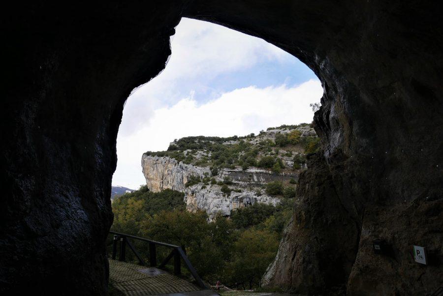 Entrada a las cuevas de Ojo Guareña