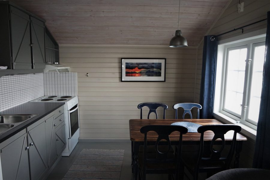 Interior de una cabaña en las islas Lofoten