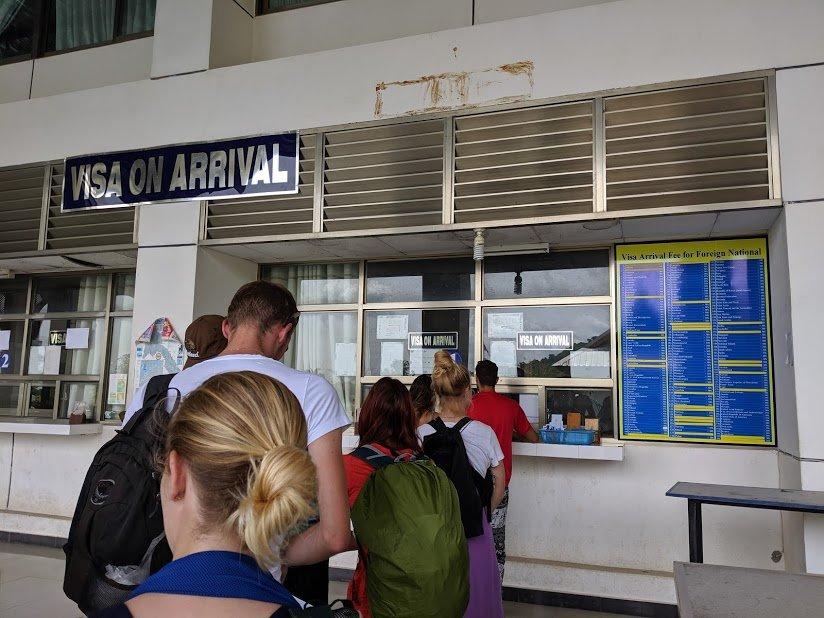 Cola para el visado a Laos