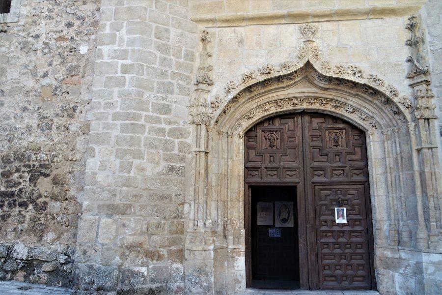 Entrada a la iglesia de La Colegiata de Pastrana