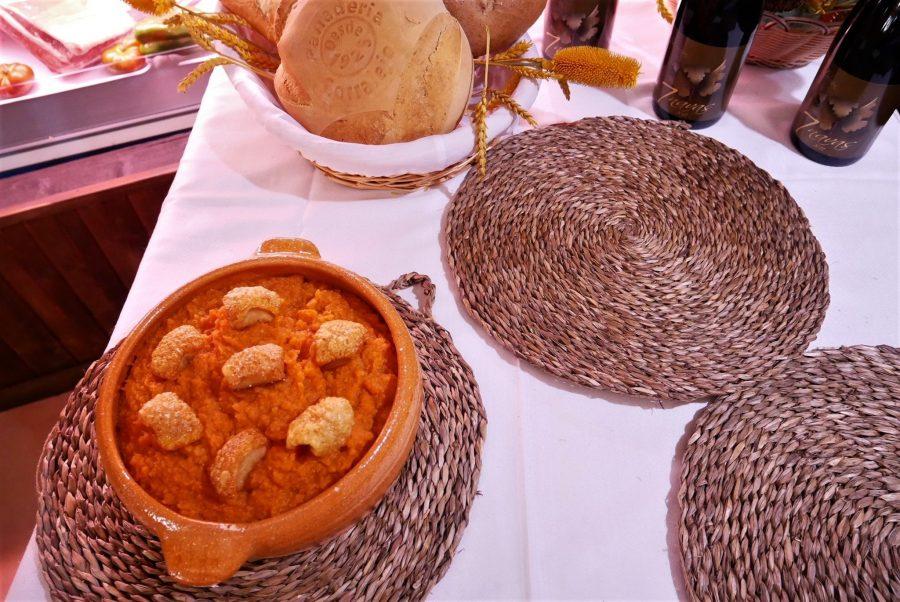 Patatas revolconas, Navaluenga