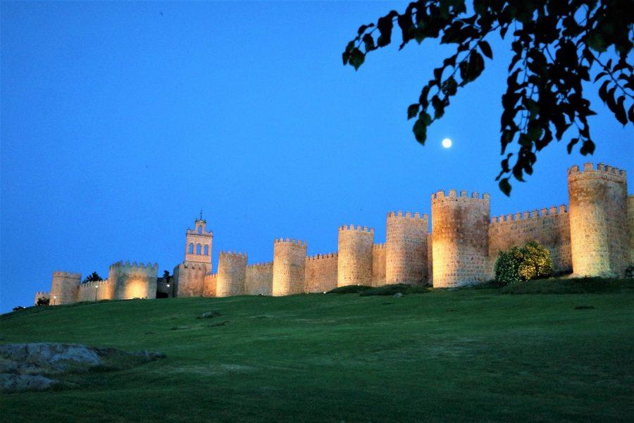 Luna llena en la Muralla de Ávila