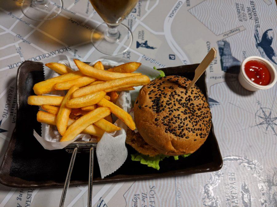Hamburguesa en el fish and Co, dónde comer en Reykjavík