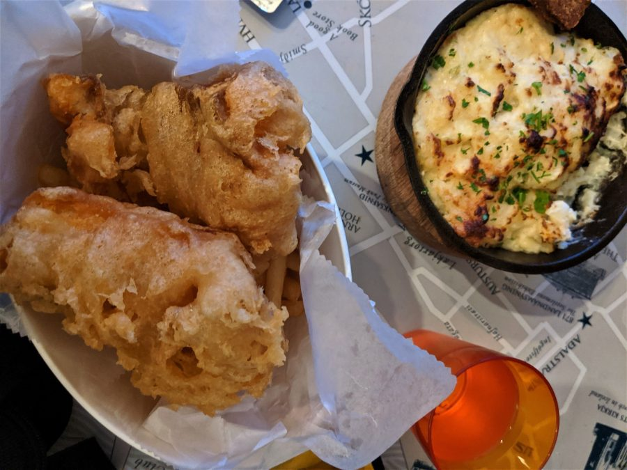 Pastel de pescado y fish and chips en Reikiavik