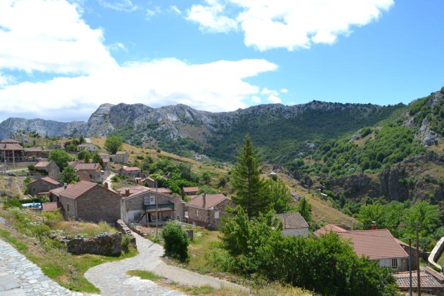 Pueblo de Valporquero al norte de León