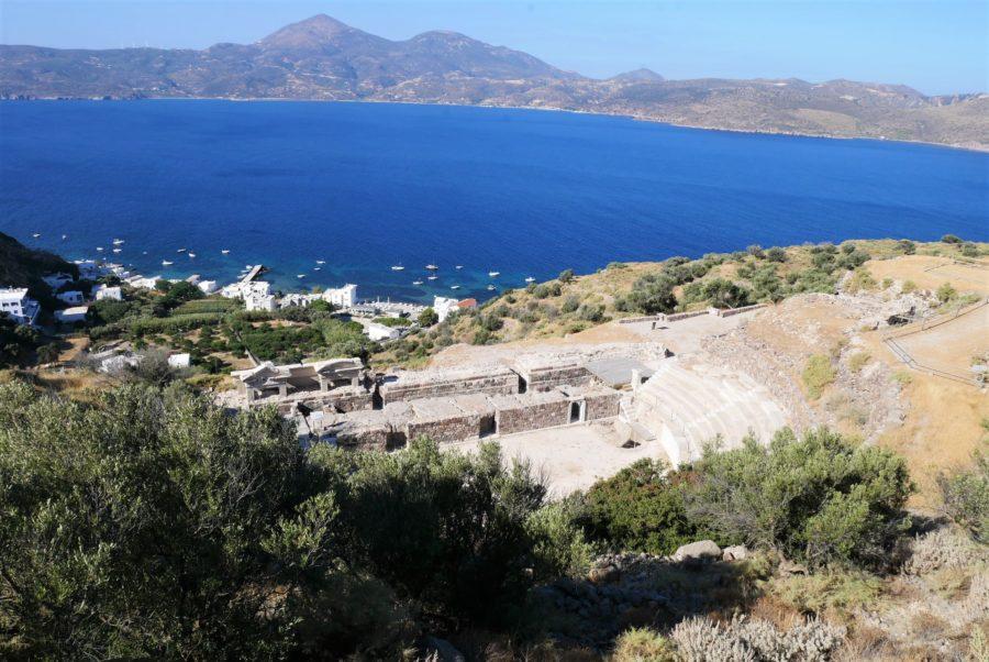 Anfiteatro clásico en Milos, islas griegas