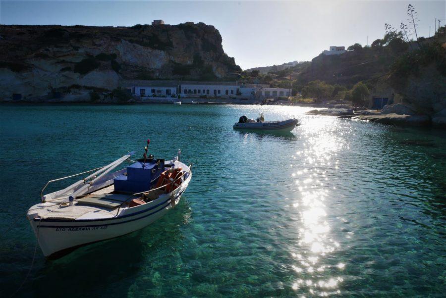 Barcas en Kímolos, islas Cícladas, Grecia