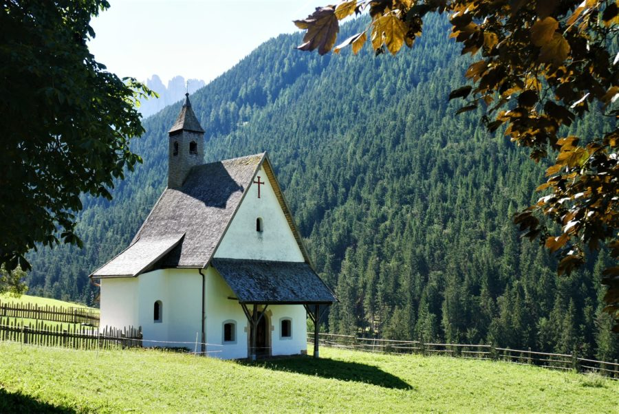 El pueblo más cercano al lago di Carezza