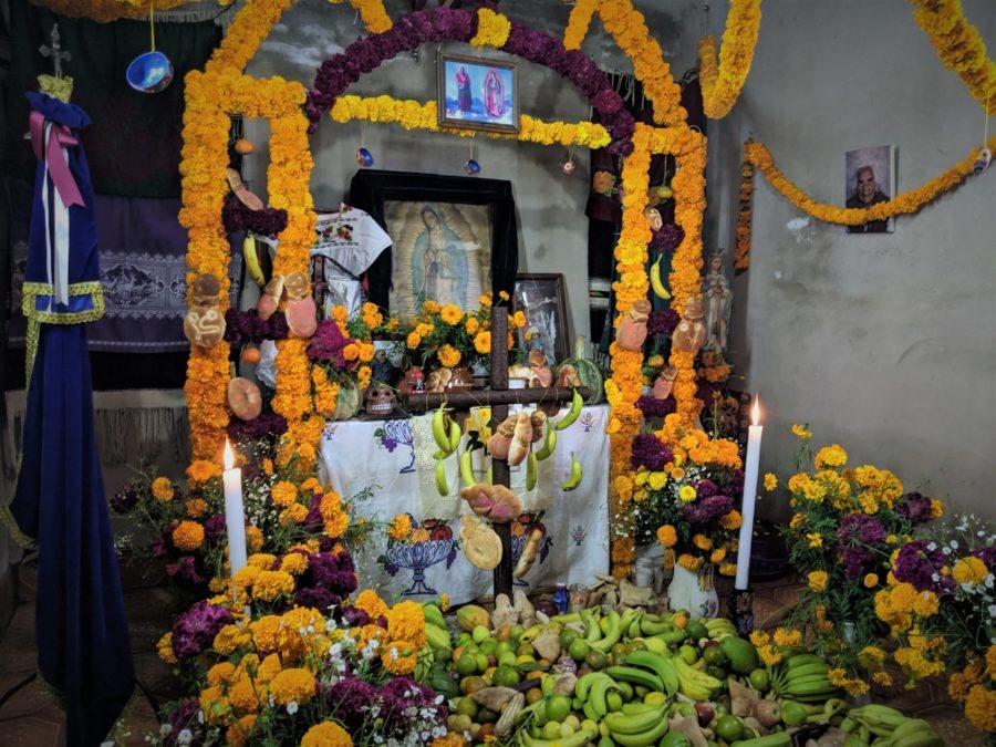 Altares por el Día de los Muertos