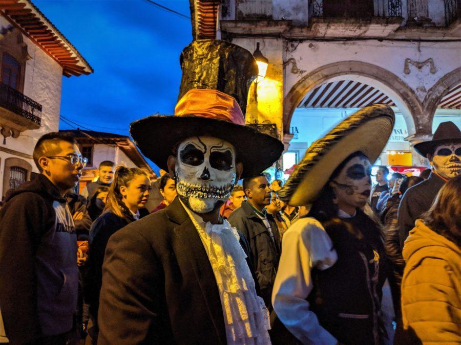 Desfile de catrinas, celebración del Día de los Muertos en México